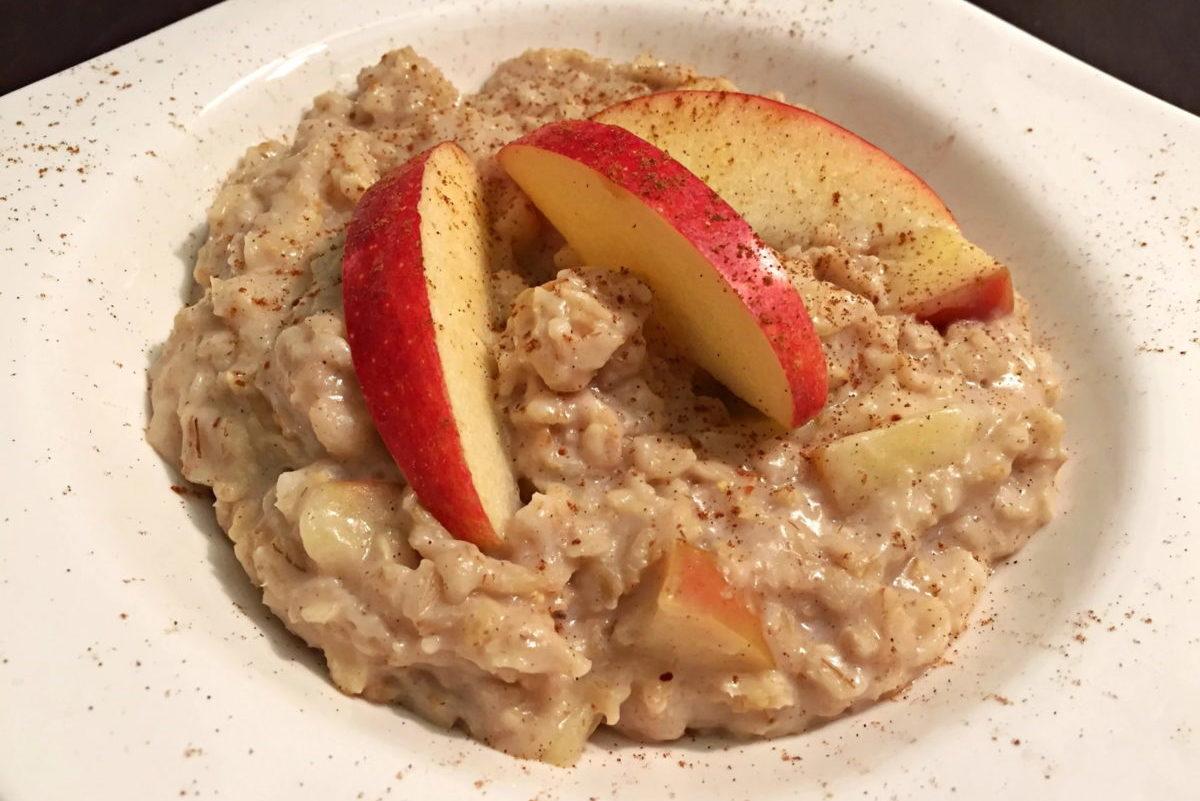 Apfel Zimt Porridge mit Nelken Apfelschnitze Oatmeal